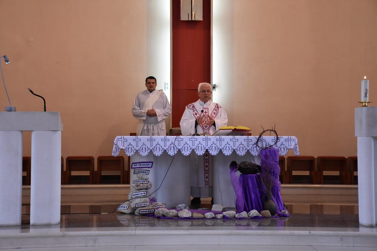 crkva_u_prozoru_3.jpg