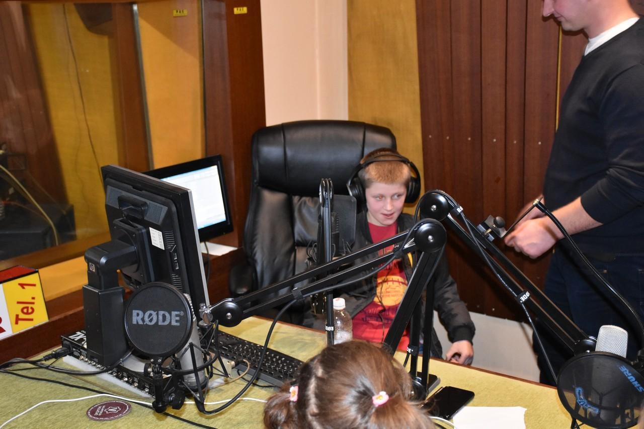 djeca_u_posjeti_radio_rami_10.jpg