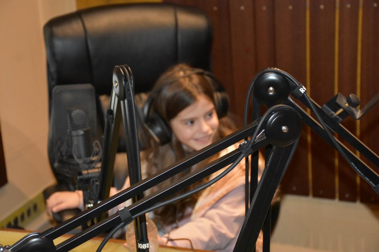 djeca_u_posjeti_radio_rami_4.jpg