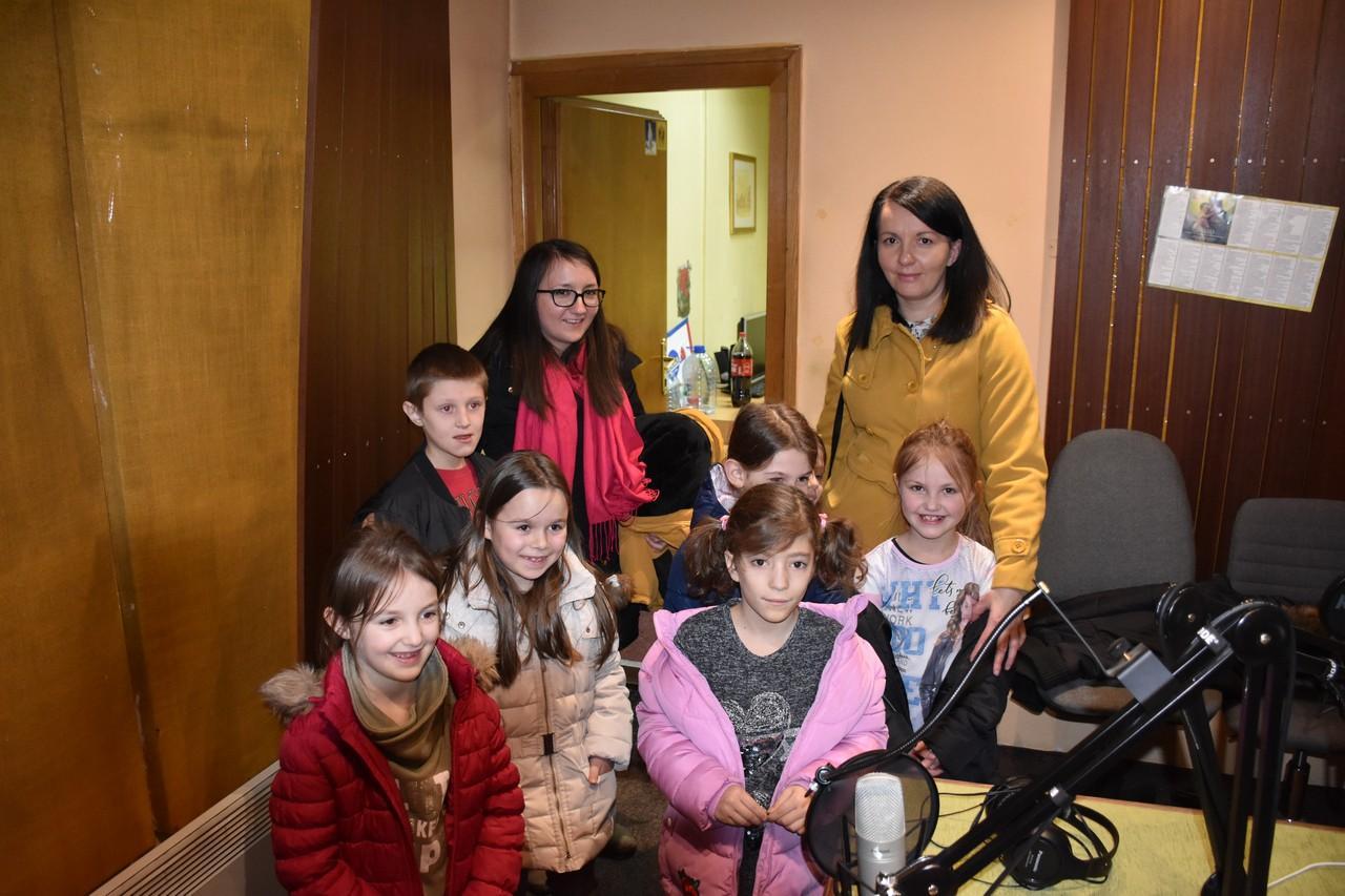 djeca_u_posjeti_radio_rami_7.jpg