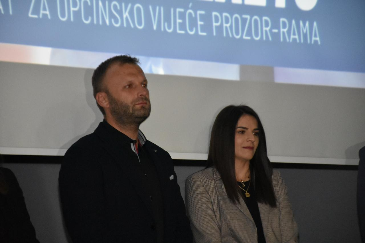 hdz_1990_prozor_rama_predizborni_skup_20.10.2020._kino_dvorana_prozor_85.jpg